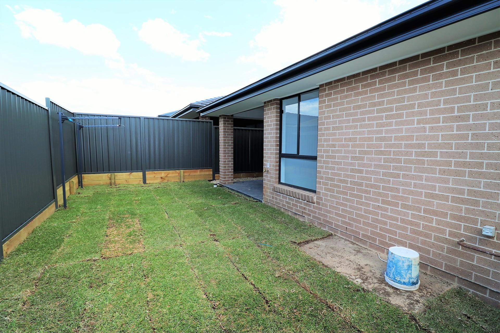 11b Golden Wattle Ave, Gregory Hills, NSW 2557