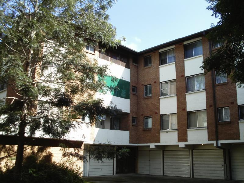 21 5 lachlan st liverpool nsw 2170 unit rented march for Kitchens liverpool nsw