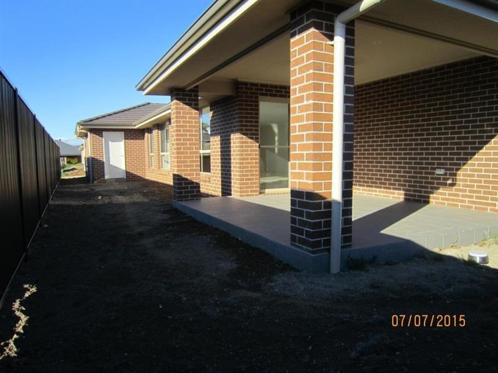 3 Auld St, Elderslie, NSW 2570