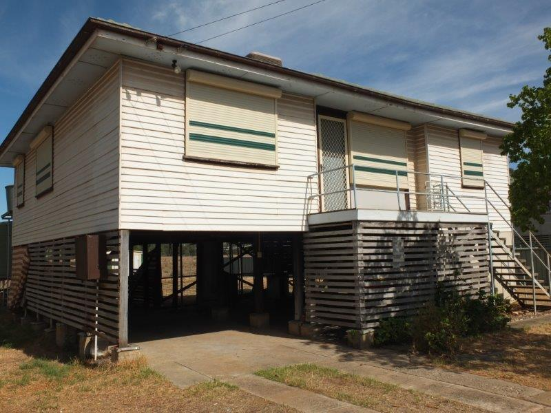 Hinds Garage Cars For Sale: 43 Hinds St, Narrabri, NSW 2390