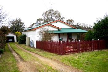 24 Salisbury St, Uralla, NSW 2358
