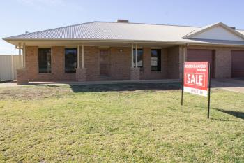 23a & 23b William Farrer Dr, Dubbo, NSW 2830