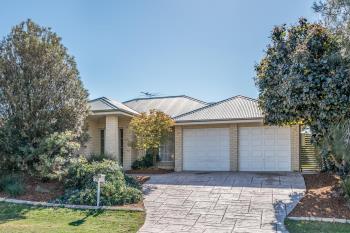 70 Streeton Dr, Metford, NSW 2323
