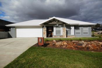 2/1 Warrock Pl, Bourkelands, NSW 2650