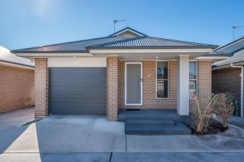 2/61 Clayton Cres, Rutherford, NSW 2320