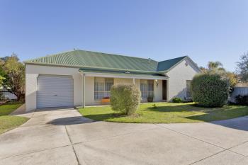 2/577 Webb Street St, Lavington, NSW 2641