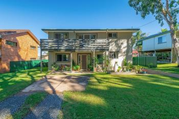 43 Middle Rd, Woombah, NSW 2469