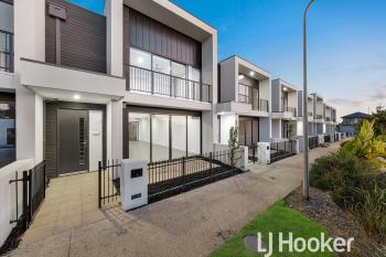 15 Fawkner Wk, Clyde North, VIC 3978