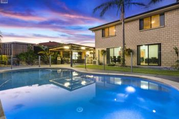 15 Palm St, Pacific Pines, QLD 4211