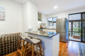 19 Sunbird Ave, Paradise Point, QLD 4216