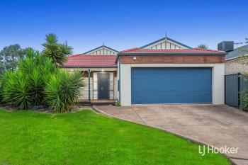 33 May Gibbs Cir, Point Cook, VIC 3030