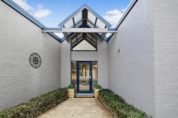 25 Pannamena Cres, Jerrabomberra, NSW 2619