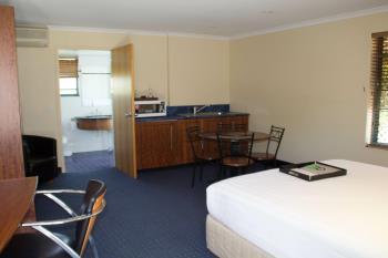 100 Goondoon St, Gladstone Central, QLD 4680
