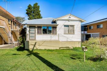 24 Broughton Rd, Kedron, QLD 4031