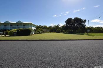 69 Taylor St, Tully Heads, QLD 4854