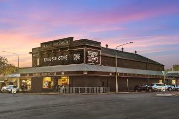 241 Boorowa St, Young, NSW 2594