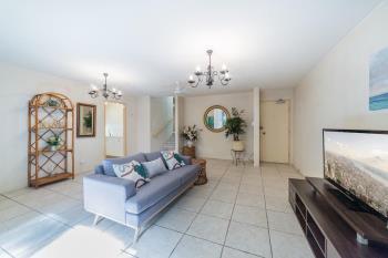 1/22-26 Rudd St, Broadbeach Waters, QLD 4218