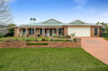 12 Howard St, Middle Ridge, QLD 4350