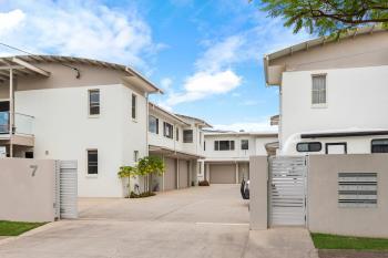 6/7 Warde St, Scarborough, QLD 4020