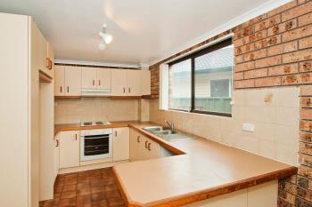 2/10 Farmborough Rd, Farmborough Heights, NSW 2526