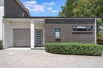 90 Bonds Rd, Peakhurst, NSW 2210