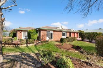 16 Thornhill Cres, Dunlop, ACT 2615